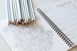 idées d'activités manuelles en attendant bébé coloriage Credit image : Kelly Brito - Unsplash